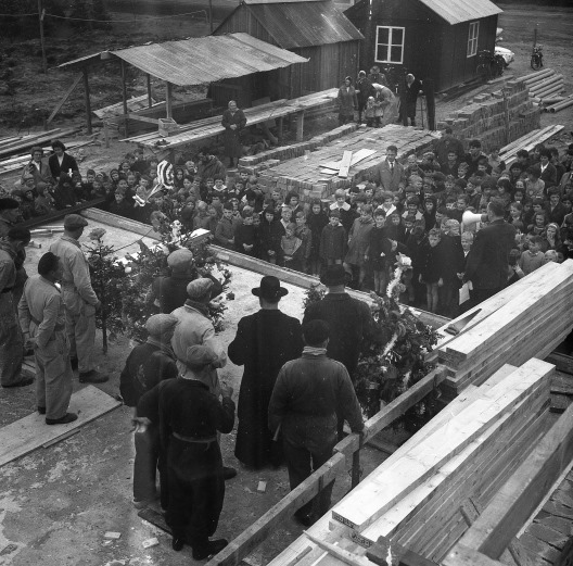 Eerste steenlegging Budel-Dorplein