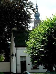 toren_vanuit_begijnhof_384x