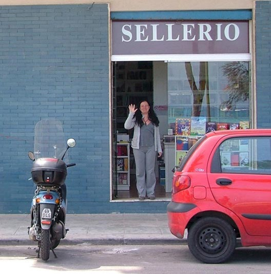 italiaanse-boekverkoopster